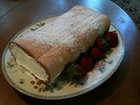 Dollbabe56's Sponge Cake Roll with Strawberries