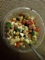 Summertime Chickpea Salad (209 calories)