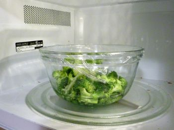 The Last Way To Steam Vegetables Is Using Microwave And Like Other Methods It S Super Easy All You Need A Safe Bowl