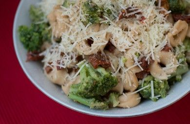 Cheese Tortellini with Broccoli and Sun-Dried Tomatoes