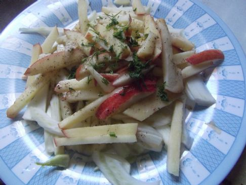 Simple Apple Fennel salad with healthy dressing