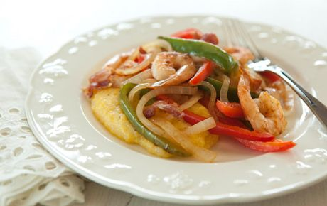 Easy EASY SHRIMP AND GRITS WITH SWEET PEPPERS