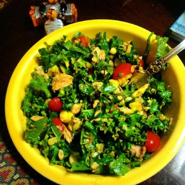 COLD KALE & TUNA WITH BALSAMIC AVOCADO DRESSING
