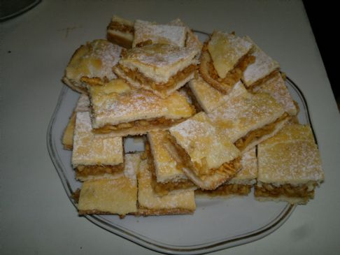 Hungarian Apple Pie - Alm�s lep�ny at Magdi n�ni (1serving=1square=1x1inch=55kcal)