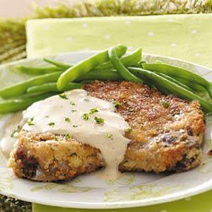 Skillet Porkchops with Mushroom Gravy
