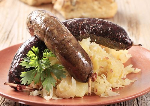 beer bratwurst and sauerkraut