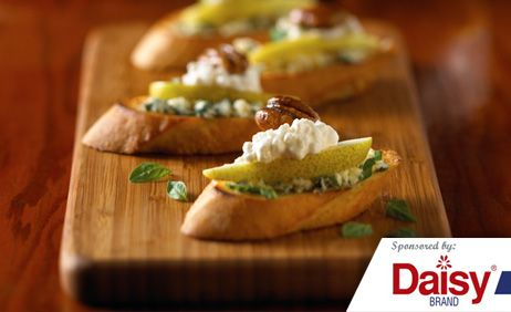 Cottage Cheese and Pear Crostini Daisy Brand�