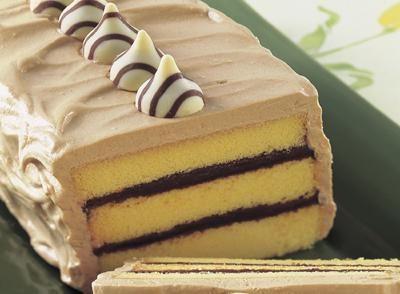 Hershey�s Hugs and Kisses Pound Cake Torte