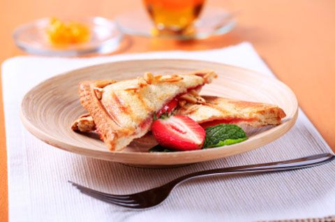 Creamy Grilled Strawberry Sandwich