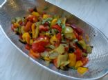 Low calorie baked pepper-tomato salad with coriander