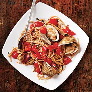 Pasta with Fresh Tomato Sauce and Clams (cooking light 7-11)