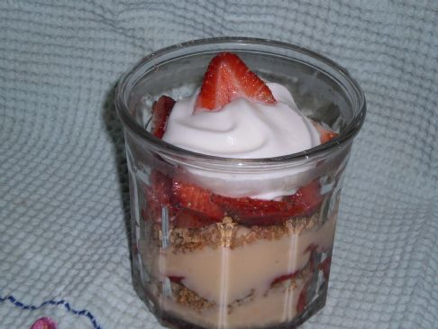 Individual Strawberry Yogurt Parfait