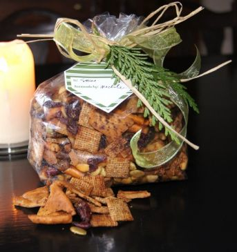 Christmas Trail Mix (1/2 cup serving)