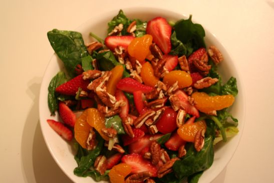 Salad, Romaine & Spinach w/ Strawberries & Mandrines
