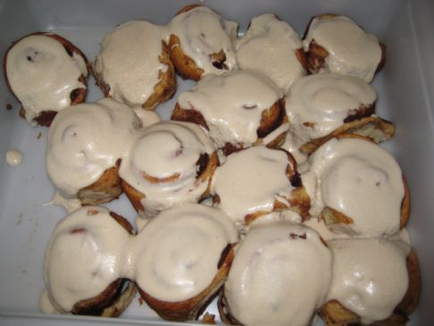 Gooey Cinnamon Buns with Vanilla Icing