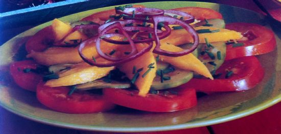 MANGO, TOMATO AND RED ONION SALAD