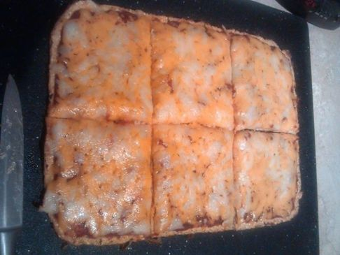 Low Carb Cauliflower Crust Pizza (8.4 net carbs per serving)