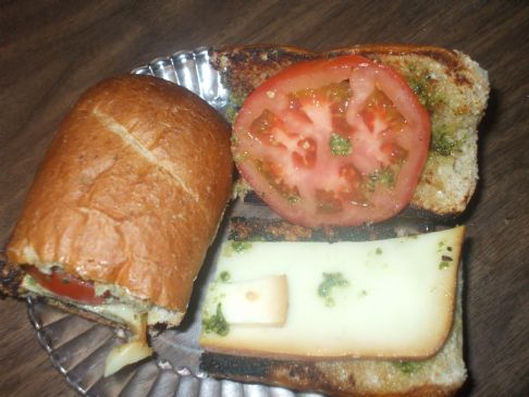 Smoked Mozzarella and tomato-pesto sandwich
